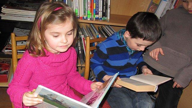Měsíc knihy v Tiché: Děti z mateřské školy si v knihovně zahrály na čtenáře